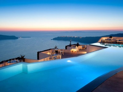 Fancy a swim? 10 amazing pools that will seduce you