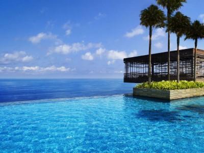Fancy a swim? 10 amazing pools that will seduce you Amazing pools Alila Villas Uluwatu1 400x300