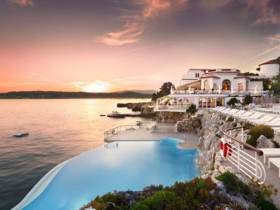 Fancy a swim? 10 amazing pools that will seduce you Amazing pools H  tel du Cap Eden1 400x300