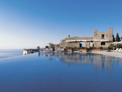 Fancy a swim? 10 amazing pools that will seduce you Amazing pools Hotel Caruso1 400x300