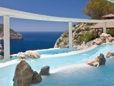 Fancy a swim? 10 amazing pools that will seduce you Amazing pools Hotel Hacienda Na Xamena1 400x300