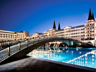 Fancy a swim? 10 amazing pools that will seduce you Amazing pools Mardan Palace Resort1 400x300