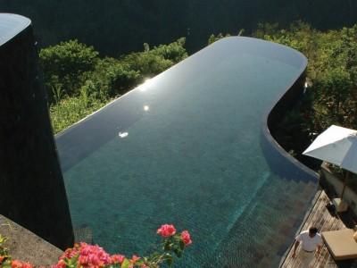Fancy a swim? 10 amazing pools that will seduce you Amazing pools Ubud Hanging Gardens1 400x300