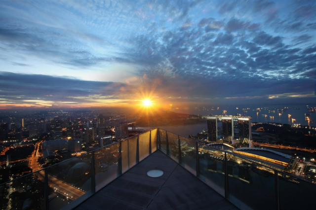 TOP-10-Amazing-rooftop-bars-in-Singapore-you-need-to-visit-1-altitude rooftop bars Top 10 Amazing Rooftop Bars In Singapore You Need To Visit TOP 10 Amazing rooftop bars in Singapore you need tovisit 1 altitude